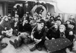 """Промо-фото к фильму """"Иммигрант"""" (1917)"""