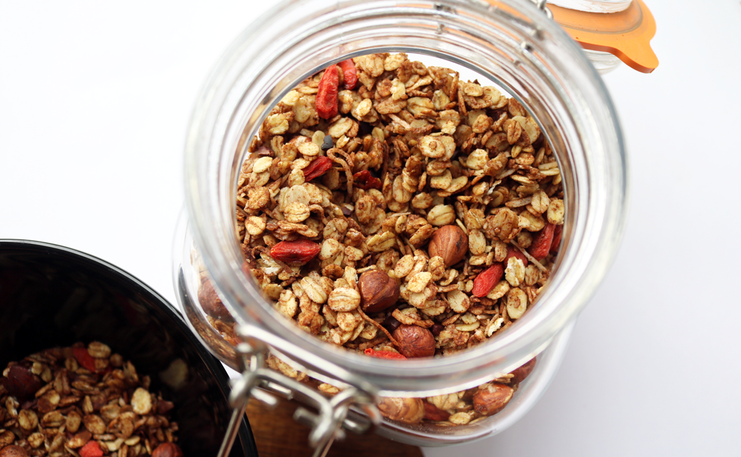 Cacao, Hazelnut & Goji Berries Granola (Vegan / Dairy Free recipe)