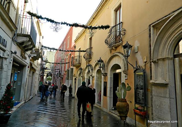 Corso Umberto, rua principal do Centro Histórico de Taormina, Sicília