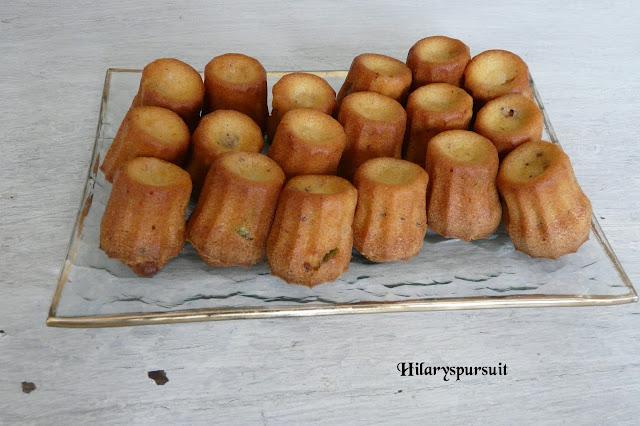 Mini-cannelés aux tomates séchées et basilic