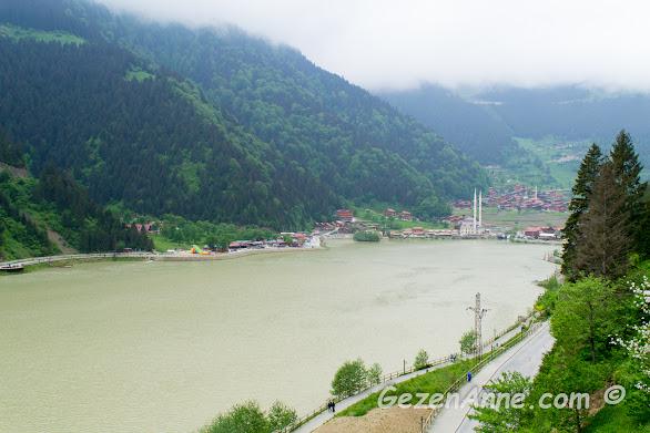 Uzungöl'ün dağlar arasındaki meşhur görüntüsü, Trabzon