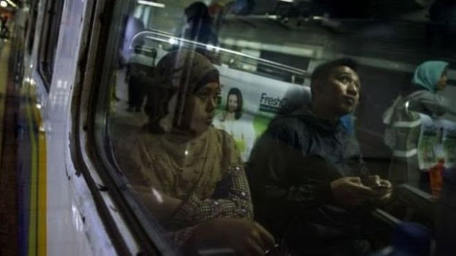 Postingan Netizen Ini Gemparkan Publik, Duduk Bersebelahan di Bus TransJakarta 'Harus Seagama'