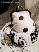 black and white framed purse gothic with polka dots   http://panpancrafts.blogspot.de/