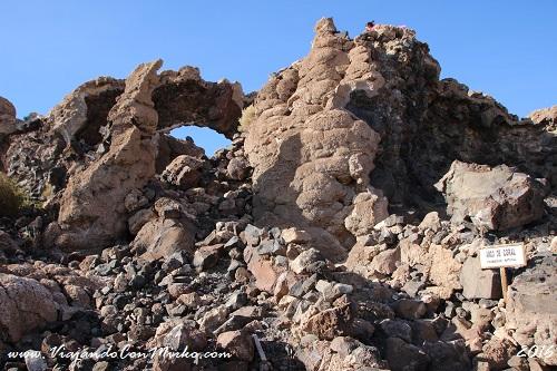 Isla-Incahuasi-Salar-de-Uyuni-arco-de-coral
