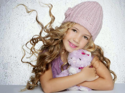 baby-girl-with-teddy-bear-pic