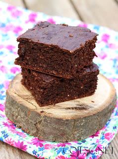 http://zdrowe-odzywianie-przepisy.blogspot.com/2016/08/cukiniowe-brownie.html