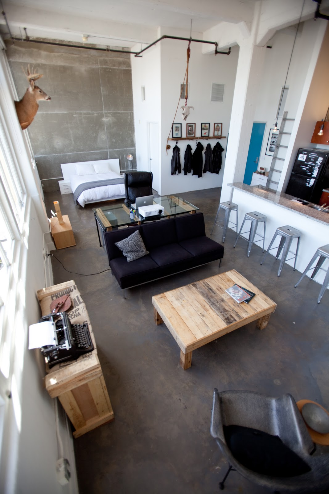 interior industrial loft en masculino virlova style. Black Bedroom Furniture Sets. Home Design Ideas