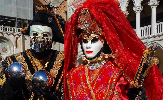Vyrobte si vlastní karnevalovou masku, Benátský karneval, benátky průvodce, kam v benátkách, co vidět v benátkách, benátky památky, benátky historie, jak se najíst v benátkách, kde se najíst v benátkách, co ochutnat v benátkách, kam v benátkách na víno, kam v benátkách na aperol spritz, zažijte benátky jako místní