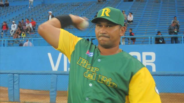 El veterano ambidextro anda de líder de los bateadores en la Serie Nacional