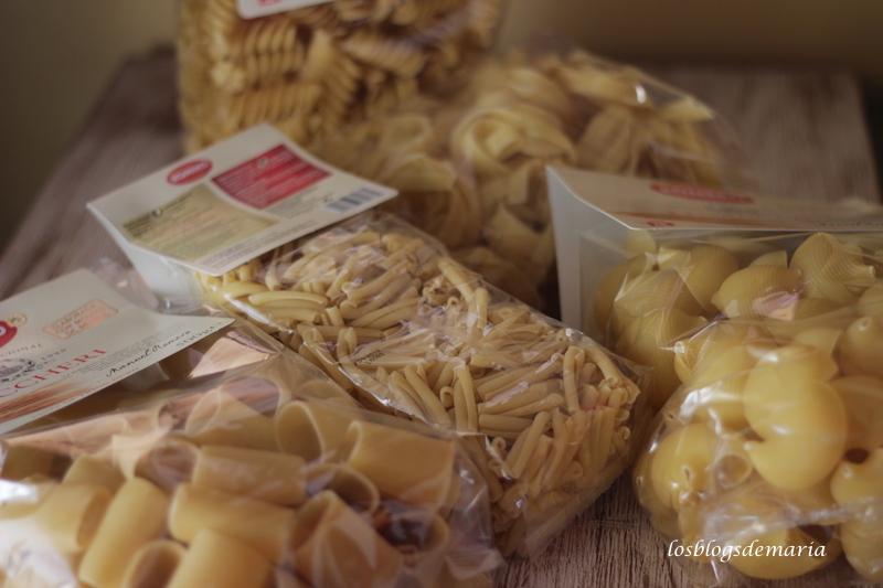 Cintas de pasta con salsa de queso