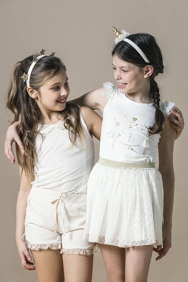 Moda primavera verano 2018 para niñas y teens. Vestidos, blusas, remeras, shorts y pantalones para niñas 2018. Moda niñas 2018.