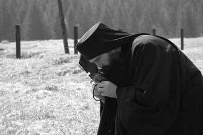http://3.bp.blogspot.com/-jizQXbefd7E/Us3tUZyk0mI/AAAAAAAAKbk/RKxW-5F60Fs/s1600/priest+praying.jpg