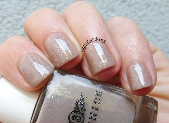 Berenice 61 Morning Fog smalto nude nail polish