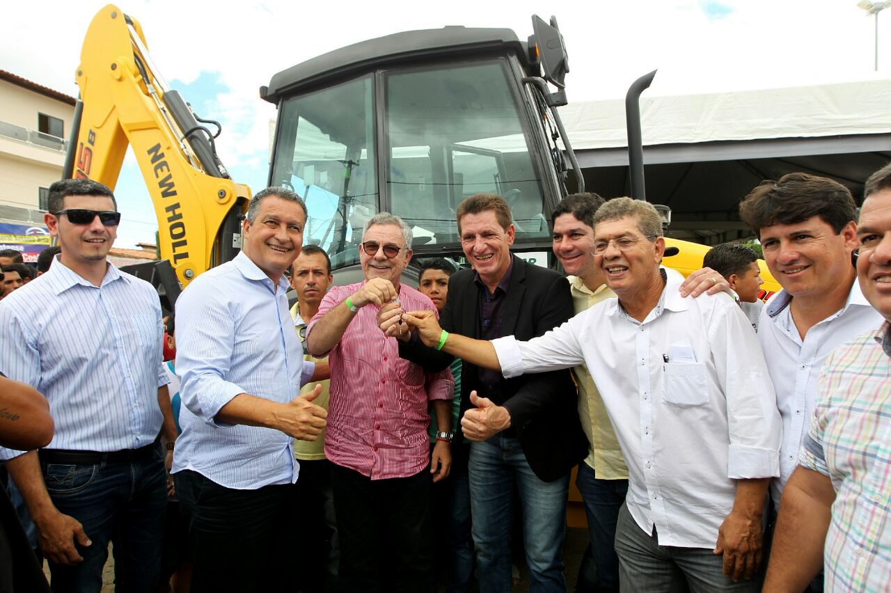 MIRANTE  Governador Rui Costa entrega obras em visita ao município ... f5094a40843d8