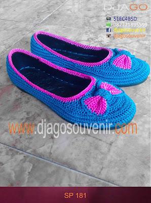 Sepatu rajut murah dengan motif biasa ditambah accesoris pita
