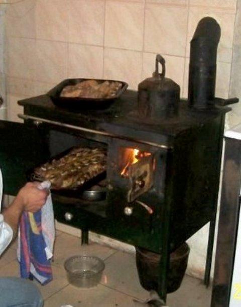 Hilando recuerdos tributo a las tradicionales cocinas a - Cocinas con horno de lena ...