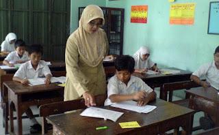 profesi guru mengajar