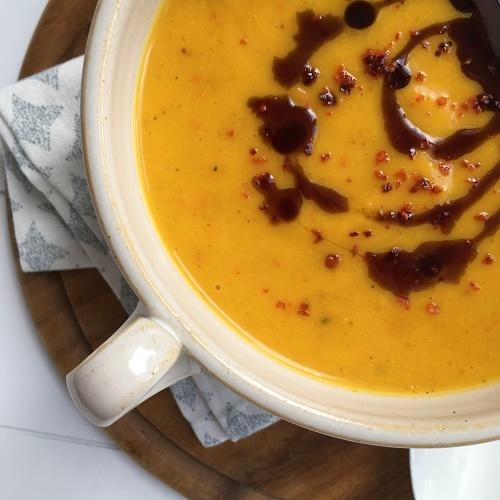 ute ich hier mal so korrekt den Herbst beliebig ofengeröstete Hokkaido-Kürbissuppe