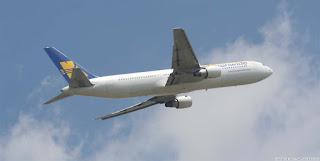 Un avion après le décollage