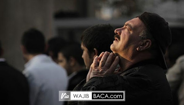 Tak Banyak yang Menyadarinya, Melakukan Hal Terlarang Ini Ketika Berdoa!