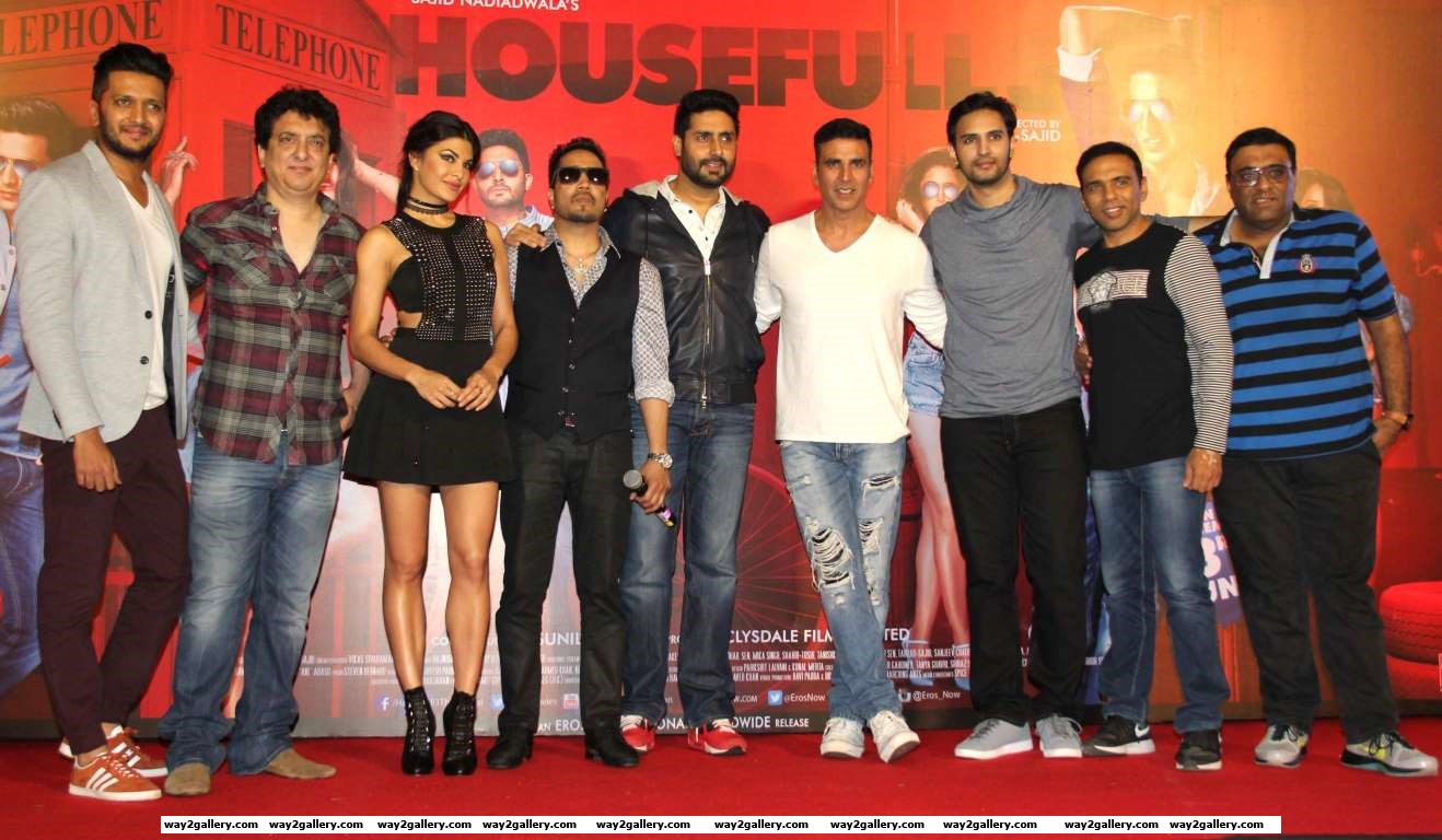 The cast and crew of upcoming film Housefull  came together at Mumbais Infiniti Mall to launch the films new song Taang Uthake