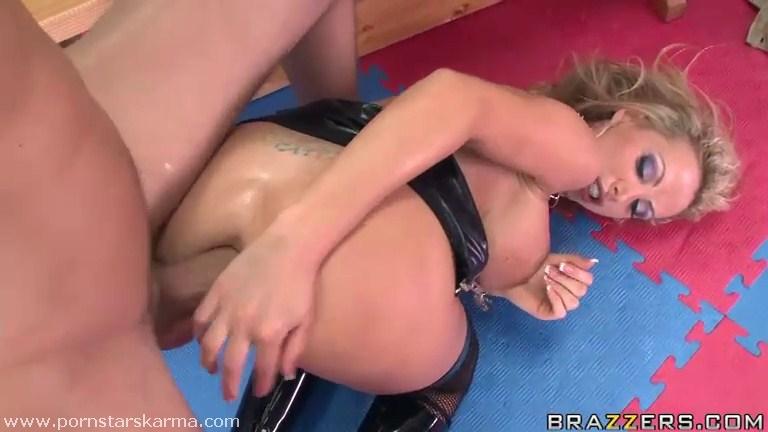 Soo Nikki benz anal wish