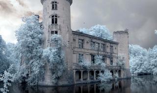 Για 80 χρόνια κανείς δεν έχει μπει σε αυτό το Κάστρο - Μόλις δείτε το εσωτερικό του, θα ανατριχιάσετε