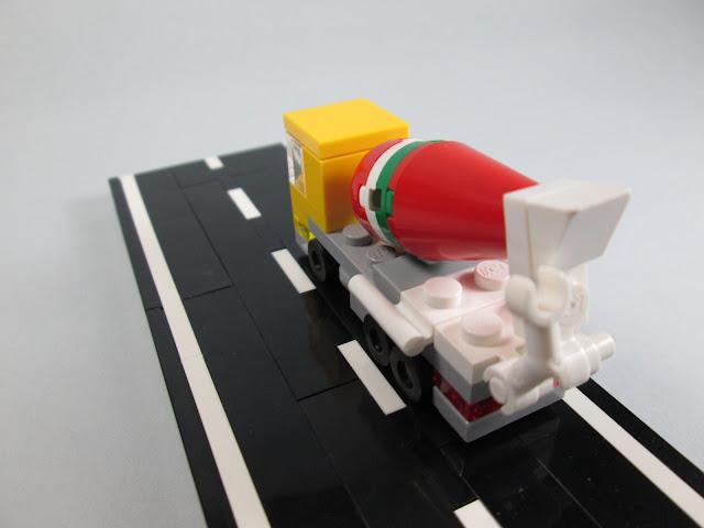 MOC LEGO camião de transporte de cimento, em micro escala.