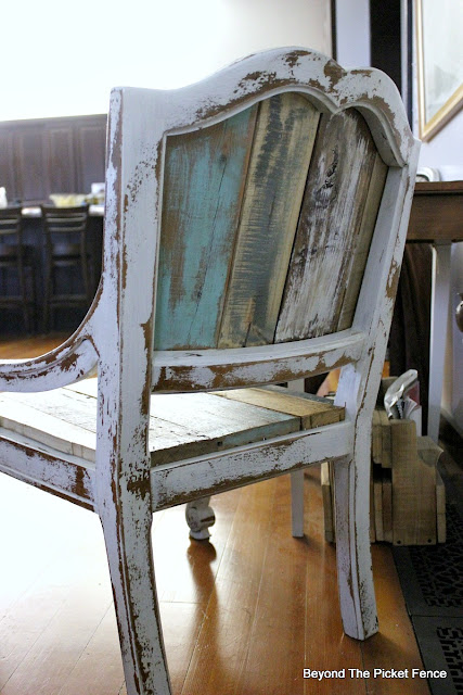 upcycle, salvaged wood, farmhouse, chic, chippy, barnwood, reclaimed wood, https://goo.gl/FtTkry