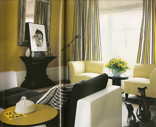 black white and yellow living room uma carioca na ro 231 a amarelo na decora 199 195 o 25350