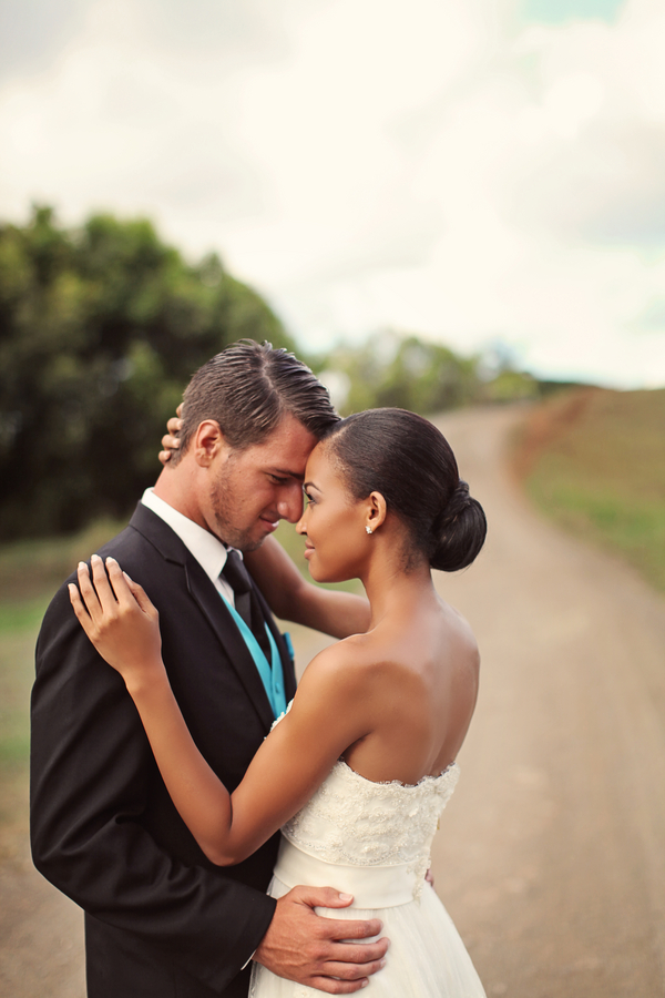 Hawaii+destination+wedding+salmon+pink+peach+orange+blue+turquoise+tropical+beach+tim+tebow+wedding+married+girlfriend+fiance+bouquet+gown+cake+chevron+modern+Creatrix Photography+14 - Tropical Oasis