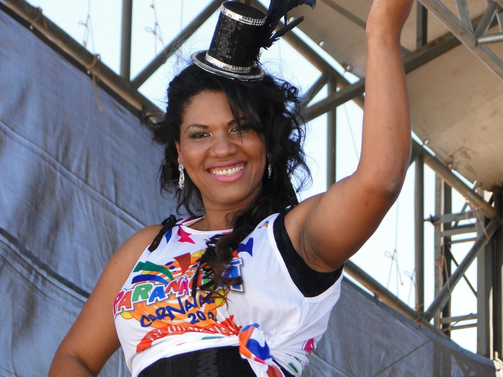 781868daef34 Viviane Vieira, já foi Rainha do Carnaval de Paranaguá e acumula vários  títulos na Folia de Momo