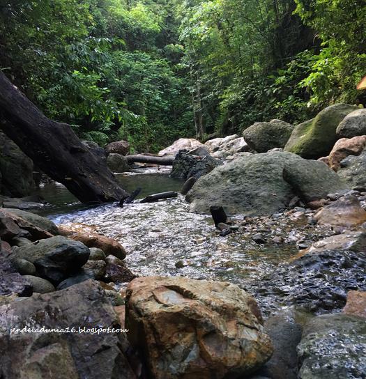 Mengeksplor Pesona Air Terjun Negeri Waii Maluku