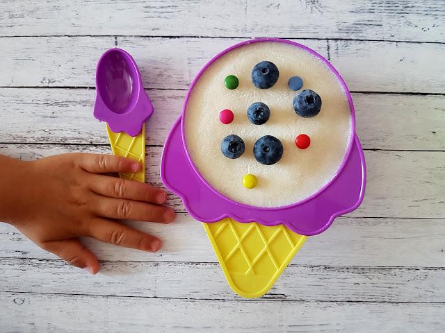 domowe lody z kaszy manny - pucharki do lodów - wafelki
