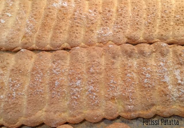 charlotte au caramel pommes et chocolat au lait, recette de charlotte, biscuits à la cuillère maison, mousse de caramel beurre salé, poêlée de pommes caramélisées, ganache montée au chocolat au lait, charlotte maison, charlotte très gourmande, pâtisserie, dessert