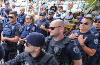 Guarda Municipal de Florianopolis (SC) e PM ocupam Canasvieiras em operação contra ambulantes, na Capital