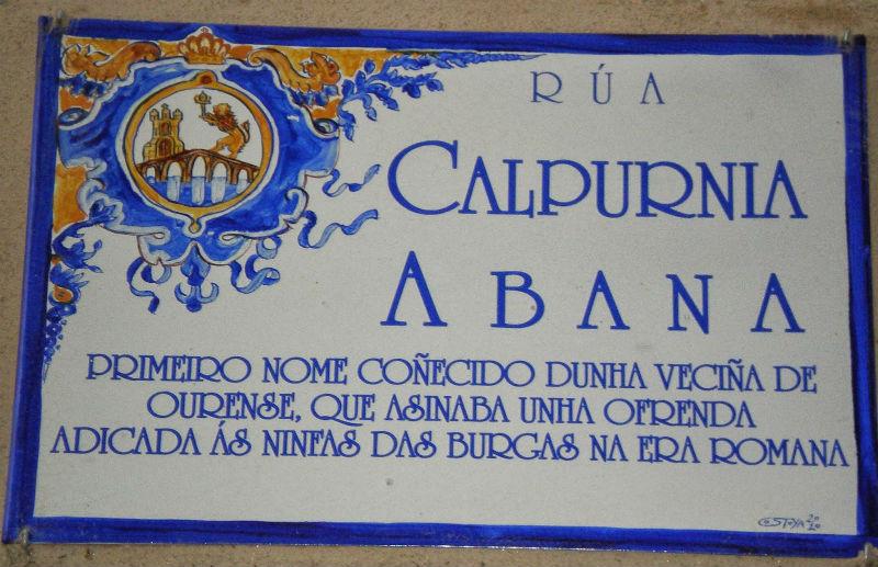 Placa de la calle Calpurnia Abana en la ciudad gallega de Ourense