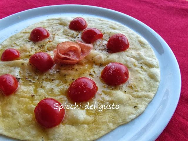 Piada pizza con pomodorini e origano