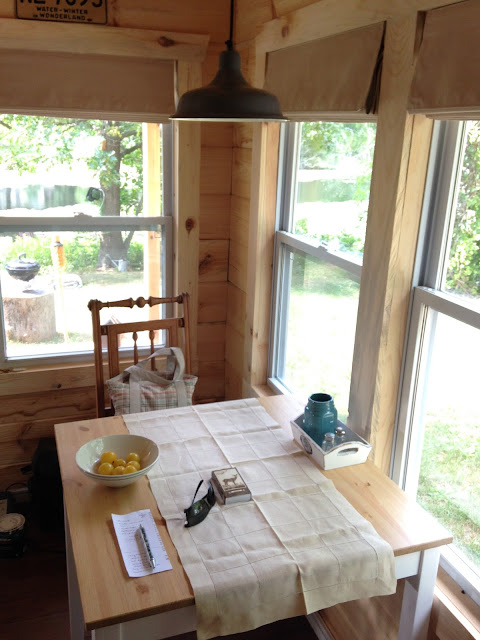 G 1 House Design: TINY HOUSE TOWN: Amish-Made Tiny House In Michigan
