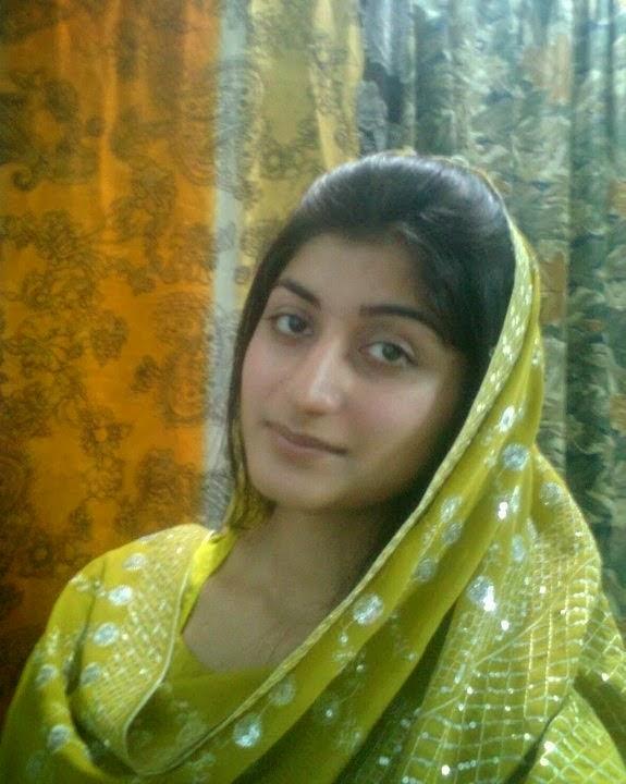 Desi Lahore Beautiful Girls Enjoying Photos Free Download -2904