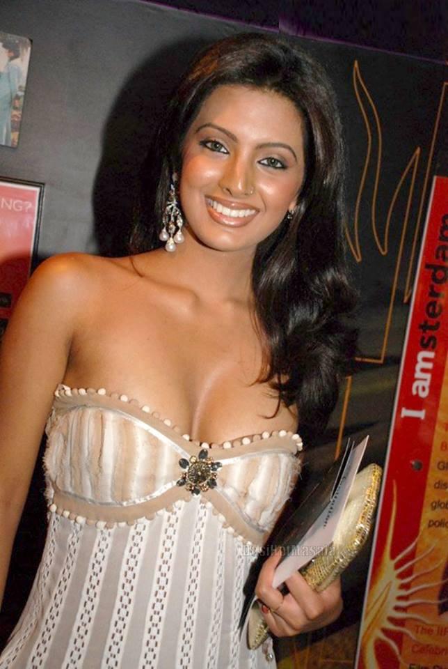 Geeta Basra hot photos, Geeta Basra sexy photos, Geeta Basra in short dress, Geeta Basra in tight dress, Geeta Basra spicy pic in white dress