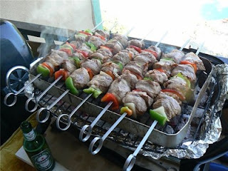 шашлык, рецепты кулинарные, еда, из мяса, блюда из мяса, блюда на шампурах, шашлык в кастрюле, шашлык заранее, рецепты шашлыка, из баранины, блюда для пикника, из говядины, из свинины, вкусная еда, Шашлыки разных народов - коллекция рецептов Как готовить шашлыки и можно ли их жарить там, где вам вздумается?, О дровах, Разжигаем мангал, Основные правила, Время жарки, О шашлычных заблуждениях, Шашлык на балконе: как это можно сделать, Несколько советов по приготовлению шашлыка от бывалого:, А можно ли жарить шашлыки на лоджии/балконе?, Можно ли жарить шашлыки во дворе?, Можно ли жарить шашлыки в лесу?, При разведении костров в лесу (статья 8.32 КоАП)., 2. При разведении костров в прочих местах (статья 20.4 КоАП)., 2. При разведении костров в прочих местах (статья 20.4 КоАП), Пикник во дворе — только с огнетушителем!, Но все же жарить шашлыки даже в городе никто не запрещает, Но будьте в курсе!,