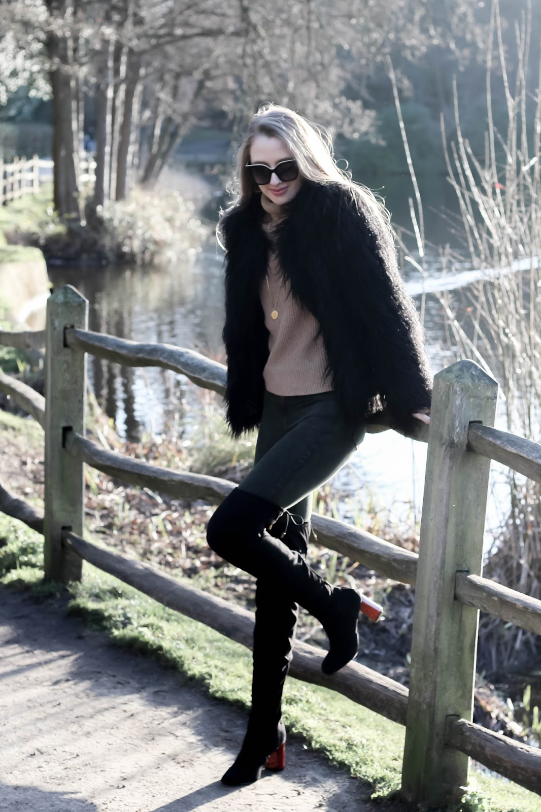 How to style khaki neutral jeans in winter