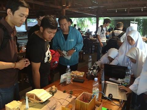 Klub Robotika MA Daarul Uluum Lido (Maker) Ikut Hadir di APACIoT Weekend Bogor