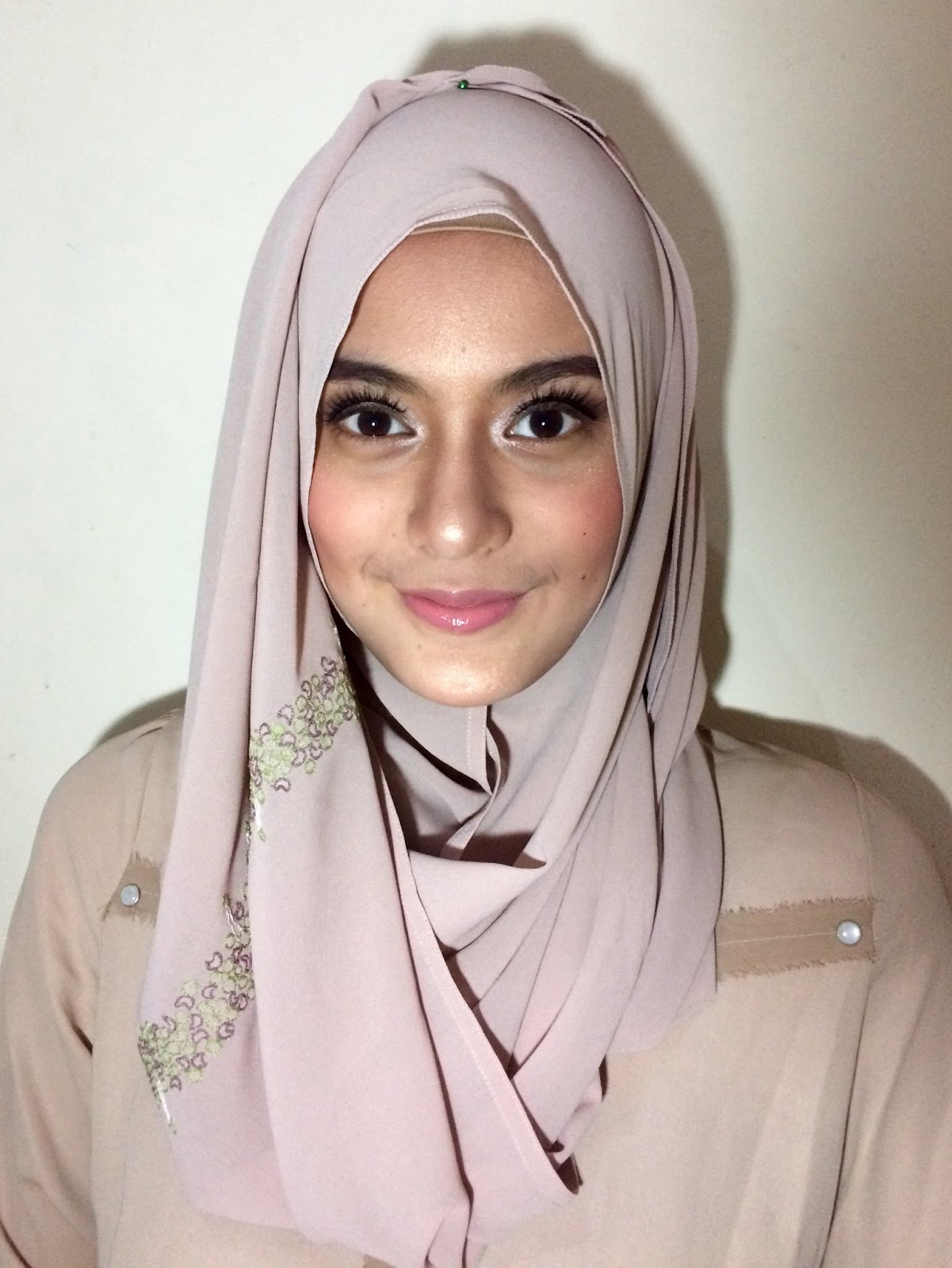 Make Up Tutorial Simple And Glowing Look For Eid Al Fitr For The Love Of Foods And Beauty