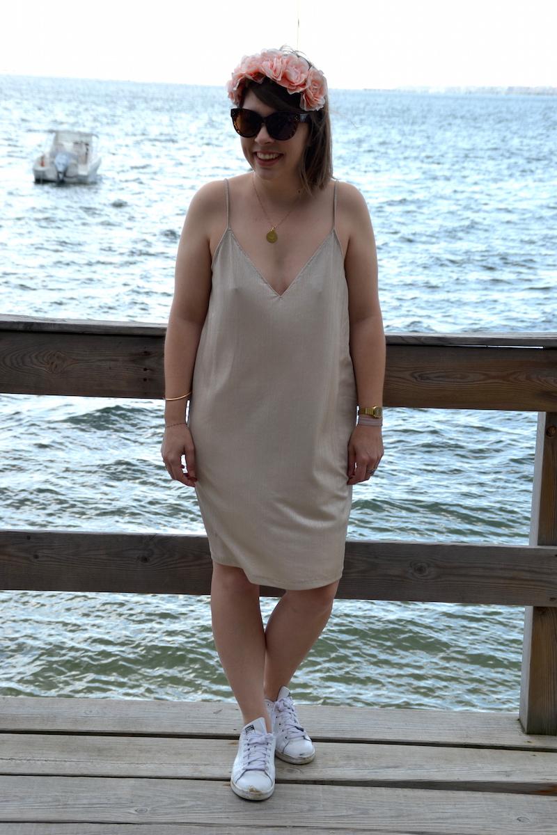 robe doré décolté Zara, couronne forever21, stan smith