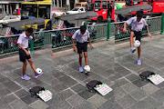 Bemesmerized byBangkok boy's mad toilet paper football skills — Satang.info