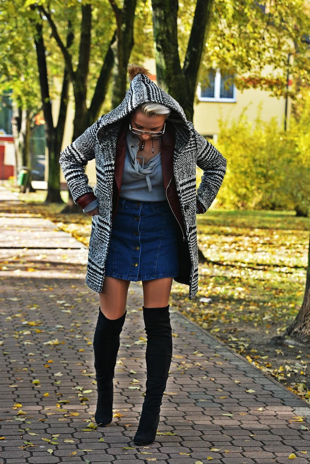 szary_plaszcz_spodnica_jeans_guziki_bordowa_ramoneska_karyn234
