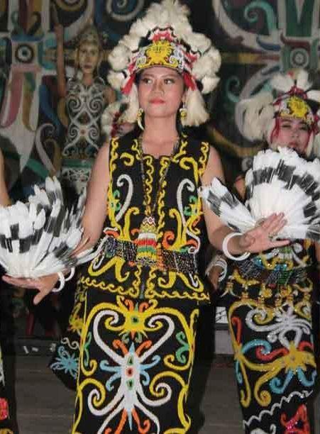 3 Baju Adat Kalimantan Barat dan Penjelasannya - Tradisi ...