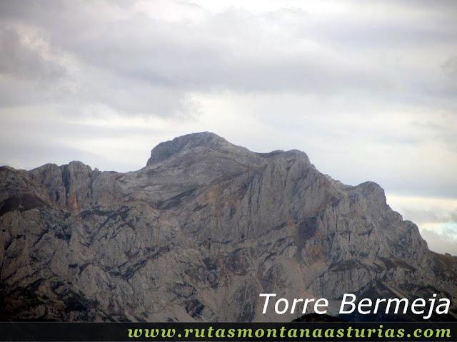 Ruta Bosque de Peloño: Vista de la Torre Bermeja